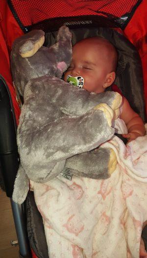bébé avec éléphant